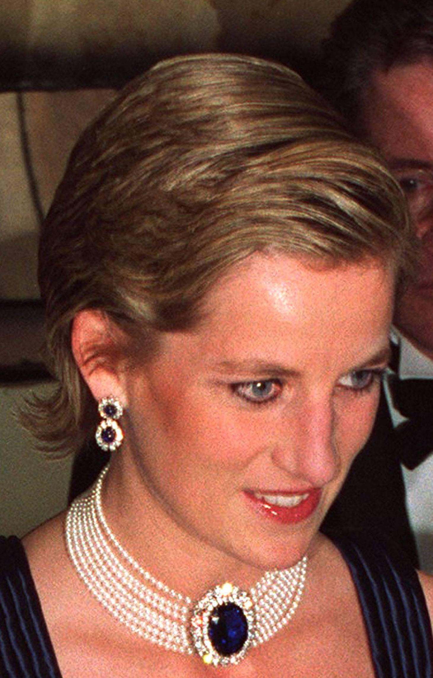 Princess Diana News Blog: Diana's Blue Stone Earrings